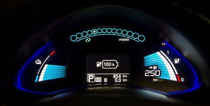 nissan leaf 30 kWh 250 km - 700