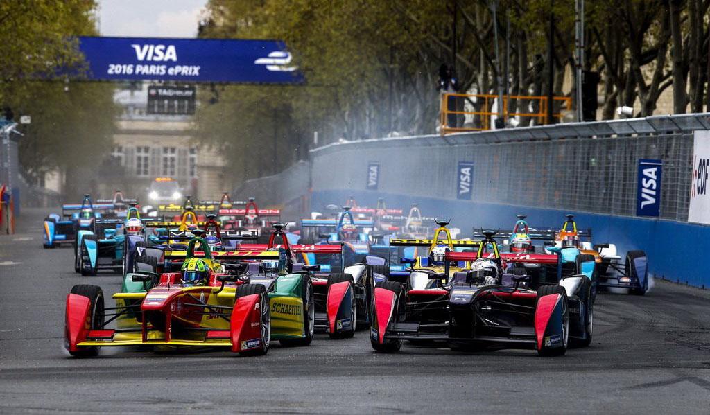Di Grassi adelanta a Bird en la primera curva del ePrix de París