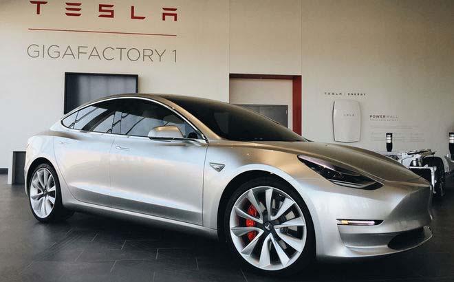 Tesla Model 3 en la Gigafactoría de Tesla Motors en Nevada
