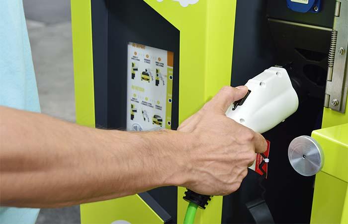 Sistema de recarga en las estaciones de aparcamiento de Ha:mo