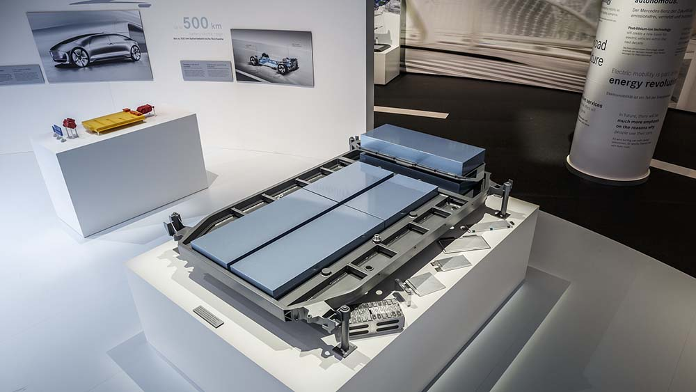 Baterias de litio y de pos-litio situadas en los bajos de la nueva plataforma eléctrica
