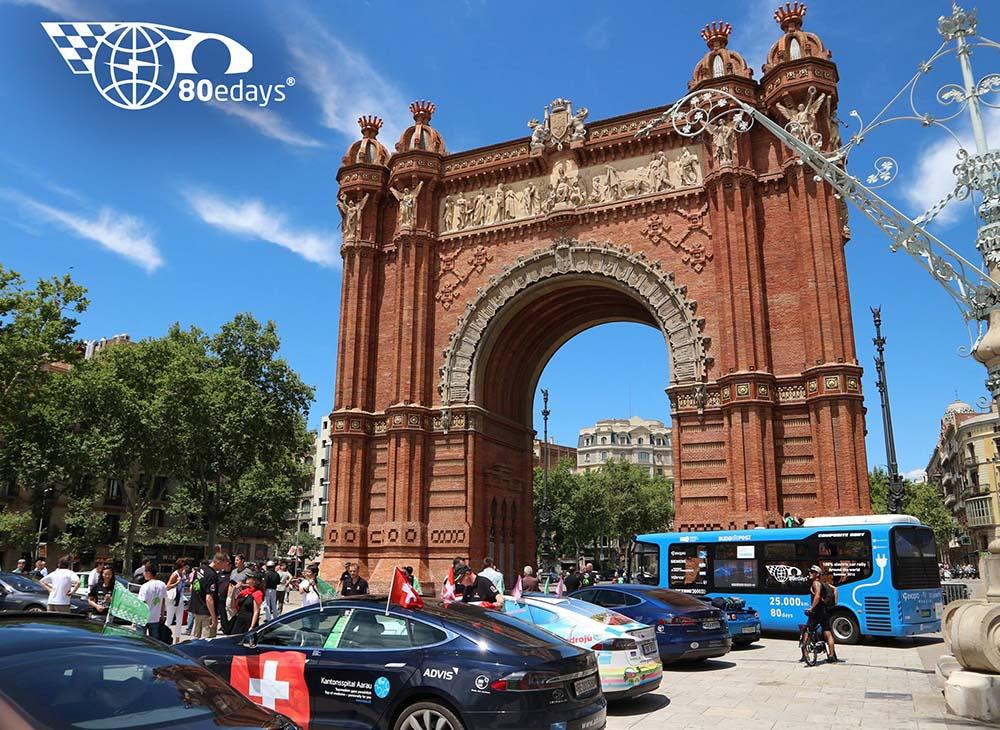 Salida desde el Arco del Triunfo de Barcelona. Carrera eléctrica 80edays