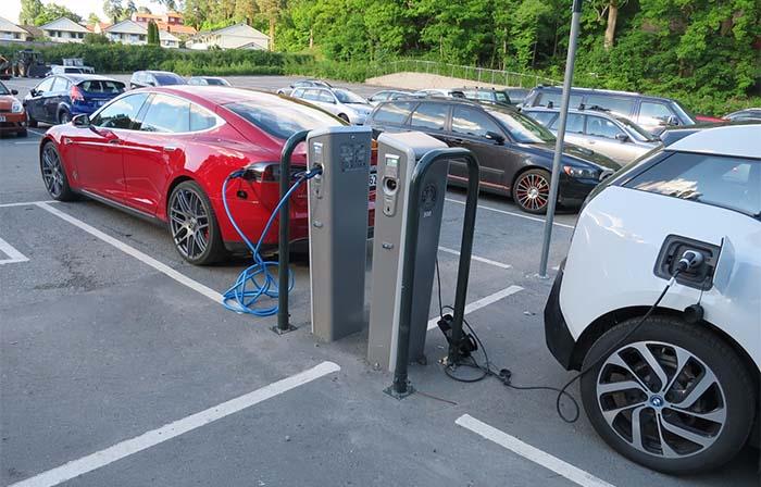 Hay que tener en cuenta la recarga a la hora de elegir un coche eléctrico-Foto AUVE