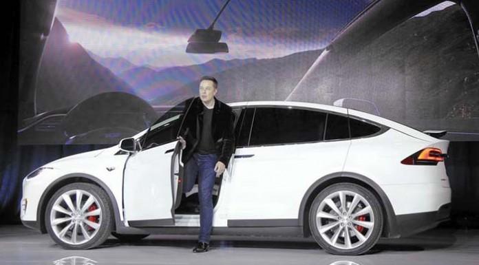 Elon Musk CEO de Tesla se defiende de las críticas de Consumer Reports