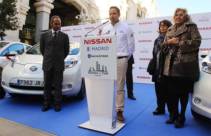 Acto de entrega de los 25 nuevos taxis eléctricos en Madrid