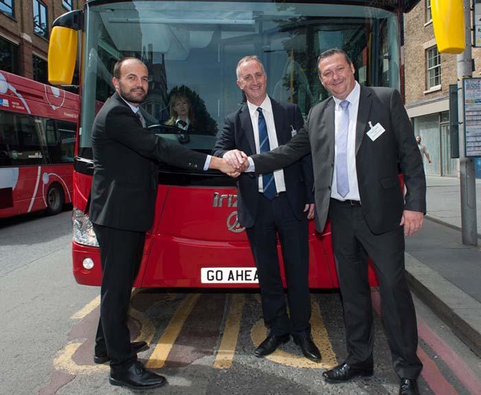 Firma del acuerdo para que los autobuses eléctricos de Irizar en Londres se incorporun a la flota de Go Ahead