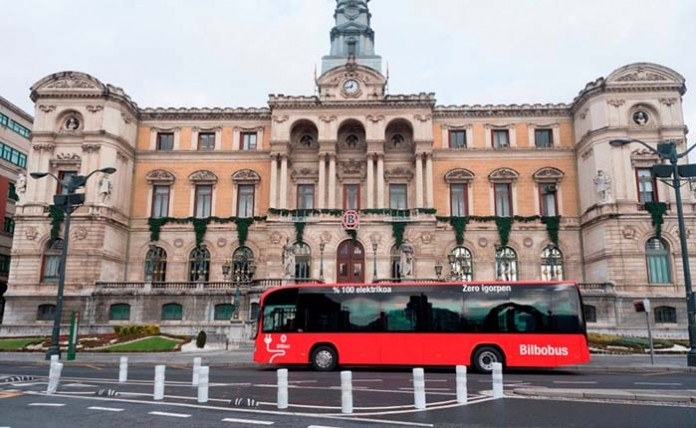 El Irizar i2e circula por Bilbao