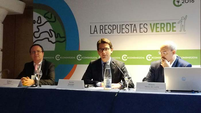 Robert Mauri de la Embajada Francesa, Donia Razzazi de S&F Consultants y Arturo Pérez de Lucia de AEDIVE