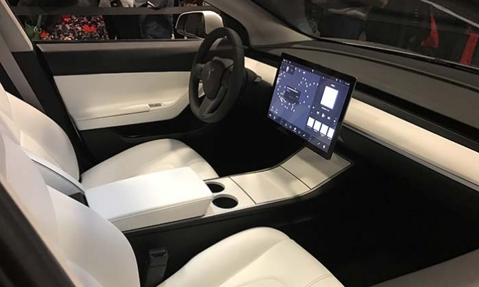 Ultima imagen del interior del Model 3. Pocas diferencias con las que vimos en su presentación