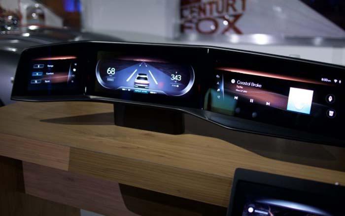 Las cuatro pantallas táctiles del Lucid Air