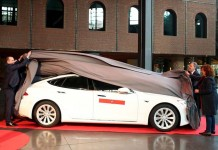 Bilbao presenta el primer Model S taxi de España
