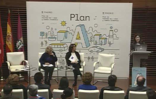Manuela Carmena e Inés Sabanés en la presentación del Plan de Calidad del Aire de Madrid