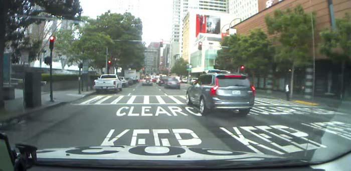 Uno de los prototipos autónomos de Uber se salta un semáforo en rojo en San Francisco