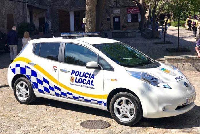 El primer Nissan Leaf policía en Valldemossa