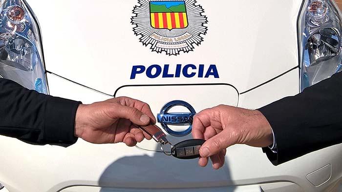 Entrega de las llaves del Nissan Leaf policía por parte de Nigorra Baleares