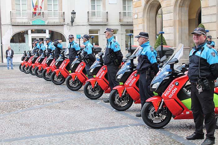 La flota de 10 BMW C Evolution de la Policía Local de Gijón