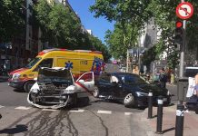 Accidente entre un taxi y un Tesla Model S de Uber en madrid. Foto Twitter @macclasky