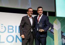 Javier Piris recogiendo el premio Be Connect al sistema de movilidad inteligente de Nissan