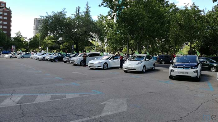 Reunión y posterior marcha con vehículos eléctricos organizada por AUVE
