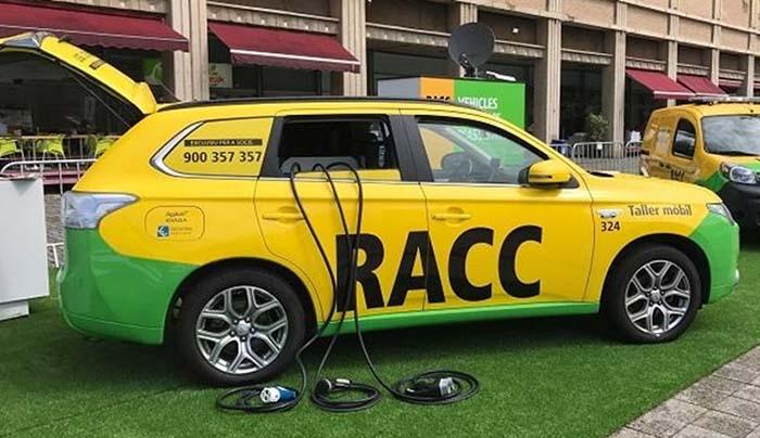 Coche taller del RACC para recarga de vehículos eléctricos - Mitsubishi Outlander PHEV