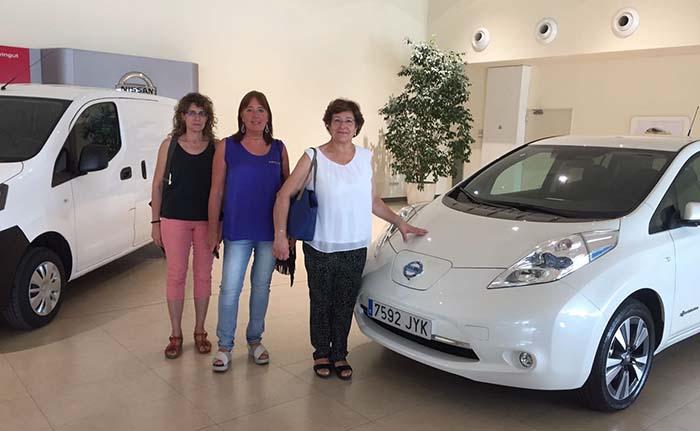 Entrega de los primeros vehículos eléctricos de Nissan