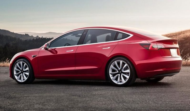 Tesla Model 3 completo