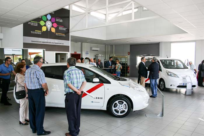 nissan leaf e-nv200 taxi -700
