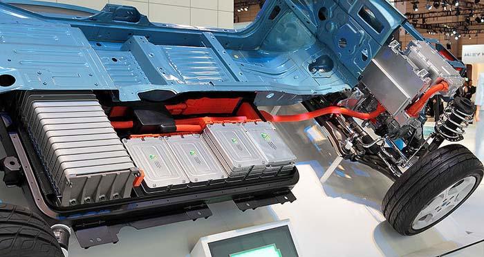 Nissan_leaf_cambio_batería_-_700