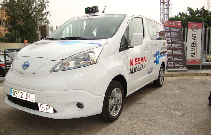 taxi valencia nissan env200 - 700