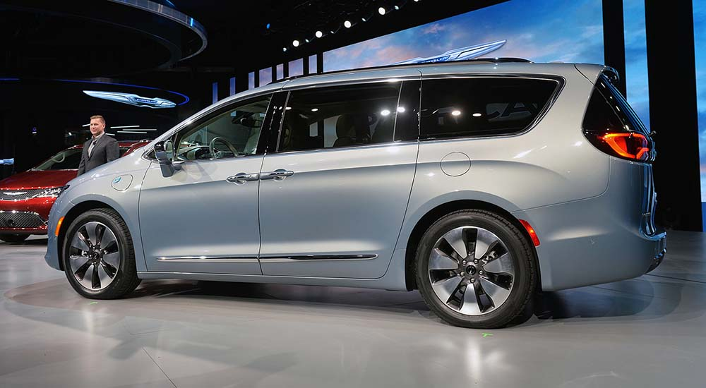 chrysler pacifica hibrido enchufable detroit-lateral