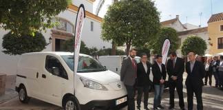 Acto de entrega de las dos furgonetas eléctricas al ayuntamiento de Marbella