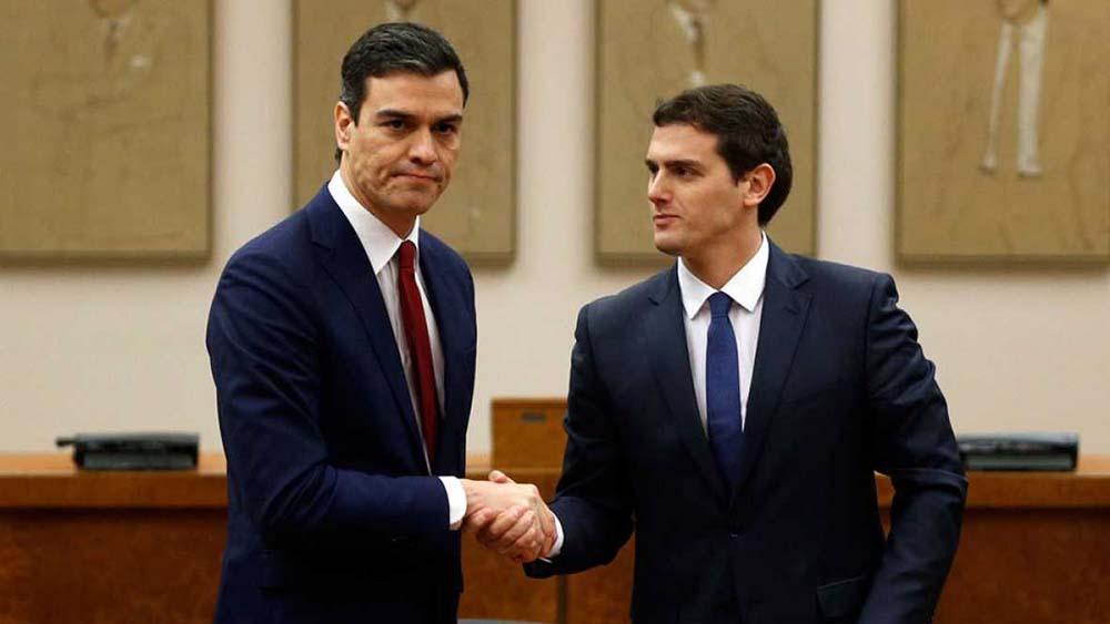 Firma del pacto entre Pedro Sánchez y Albert Rivera