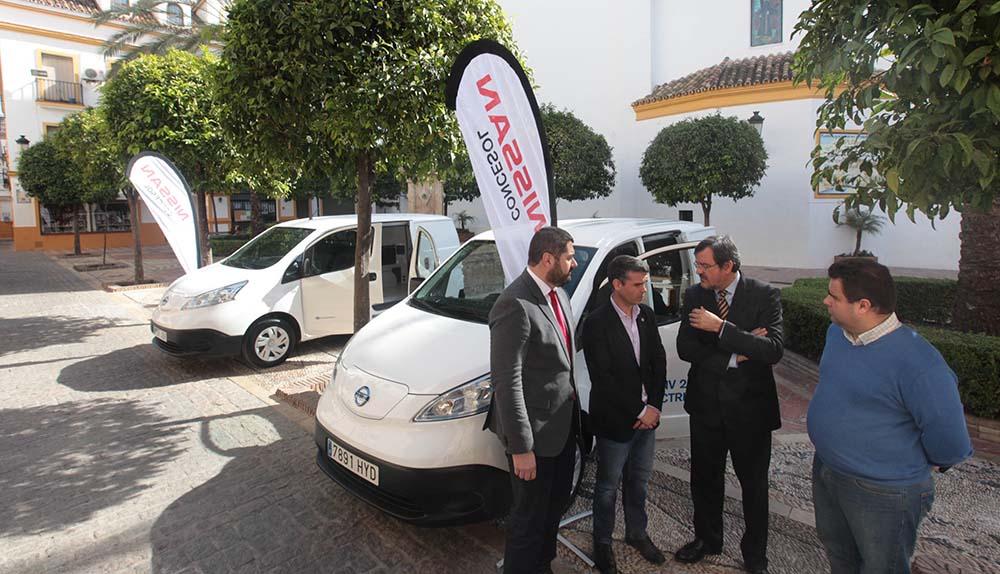 Las dos furgonetas e-NV200 entregadas por Nissan Al Ayuntamiento de Marbella