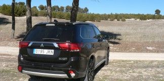 Mitsubishi Outlander PHEV. Punto de carga rápida2016-campo