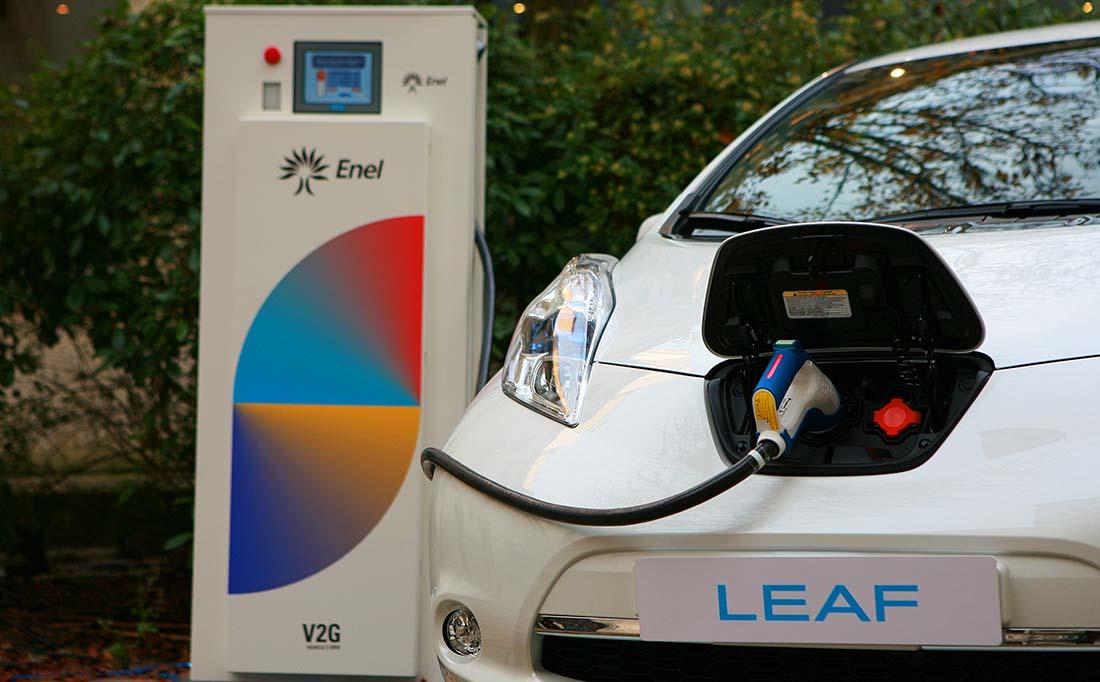 Cargador Enel V2G y Nissan Leaf