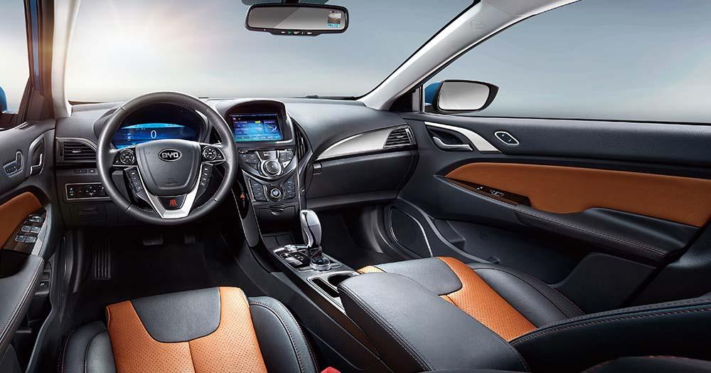 Interior del BYD Qin EV300