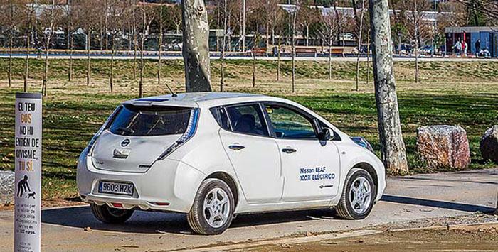 Nissan Leaf E en la muestra de vehículos eléctricos en La Granja Soldevila, en el exterior del CREVE
