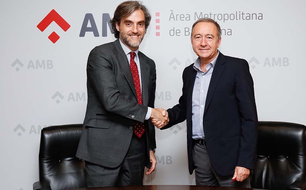 Antoni Poveda - Vicepresidente de Movilidad y transporte del AMB y Manuel Burdiel - Director de ventas de Nissan Iberia
