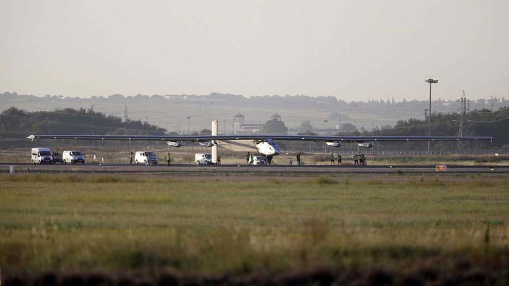 El Solar Impulse 2 en el aeropuerto de Sevilla