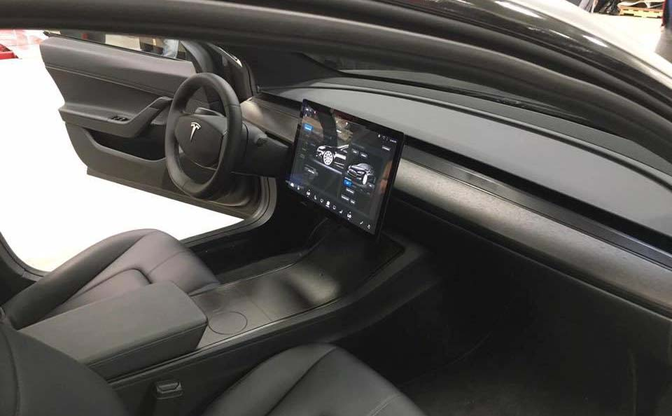 Interior Tesla Model 3 negro mate