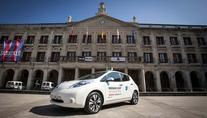Taxi eléctrico cedido por Nissan en Vitoria-Gasteiz