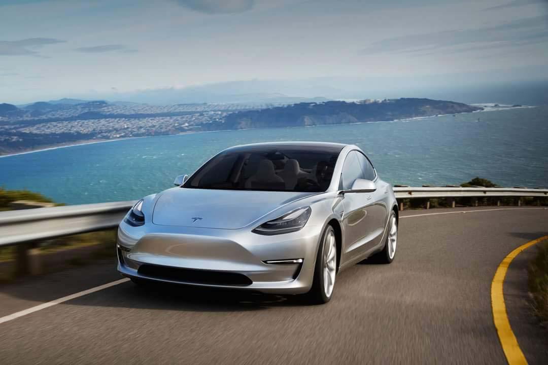 Tesla Model 3-plata-lateral