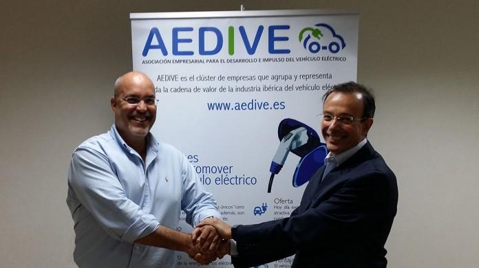 Arturo Pérez de Lucia, gerente de AEDIVE, y Rafael del Río, director técnico