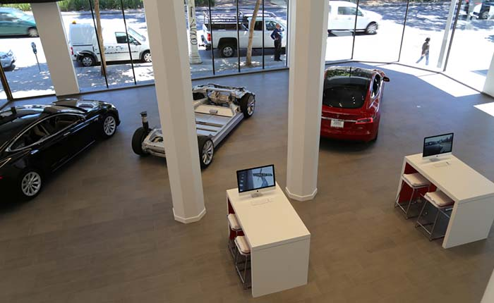 Interior del nuevo Tesla Store en San Francisco