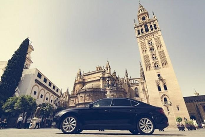 Cabify contará con un Model S en Sevilla