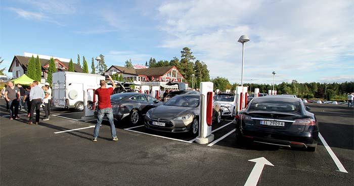 Inauguración del supercargador de Tesla en Nebbenes, Noruega