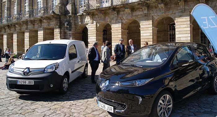 Los dos vehículos eléctricos de Santiago de Compostela cedidos por Renault