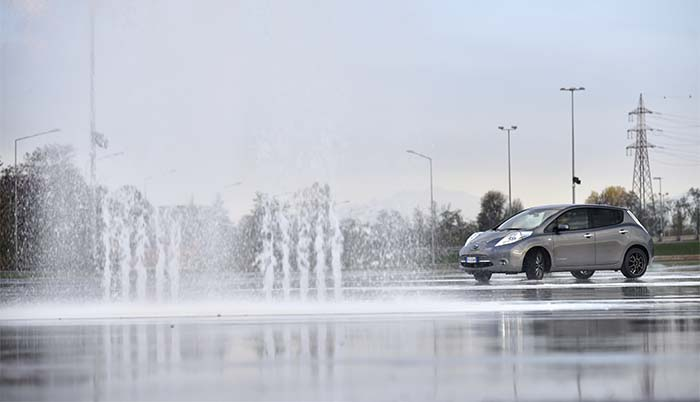 Drifting con un Nissan Leaf