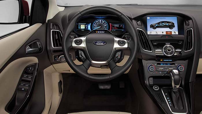Interior del Ford Focus Eléctrico 2017