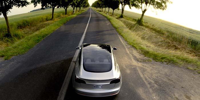 Tejado solar en el Tesla Model 3